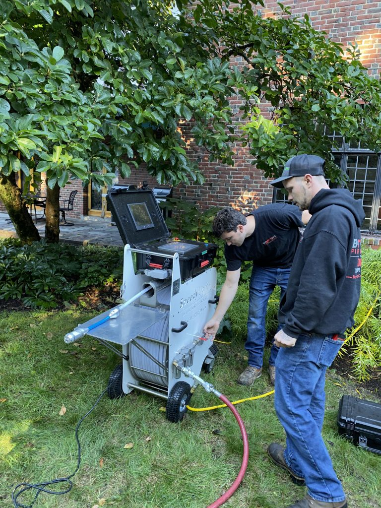 boston-pipelining-technicians-using-the-speedylight-uv-cure